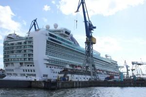 Kreuzfahrtschiff Azur im Dock bei Blohm & Voss