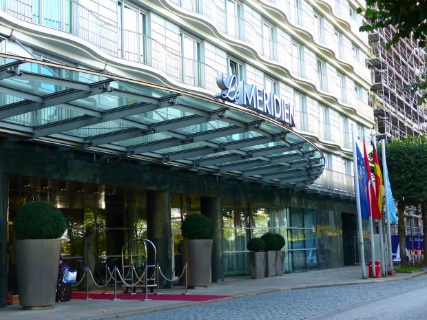 Eingangsbereich des Hotel Le Méridien an der Außenalster