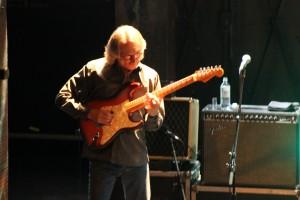 Sonny Landreth mit individueller Technik an der Slide-Gitarre