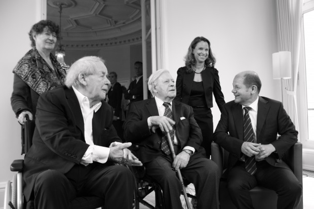 Helmut Schmidt mit Bürgermeister Olaf Scholz. Foto: Pressestelle des Senats