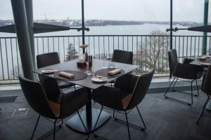 Der Panoramablick auf die Außenalster im Restaurant Heritage