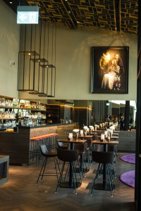 Die dem Restaurant angeschlossene Bar
