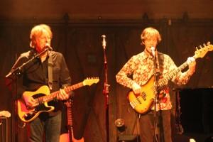 Giitarrist James Ralston und dem Bassisten Jim Hanson