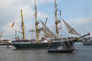 Großsegler in der Auslaufparade beim Hafengeburtstag
