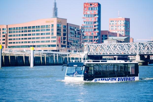 hafencity riverbus nimmt fahrt auf hamburg city. Black Bedroom Furniture Sets. Home Design Ideas