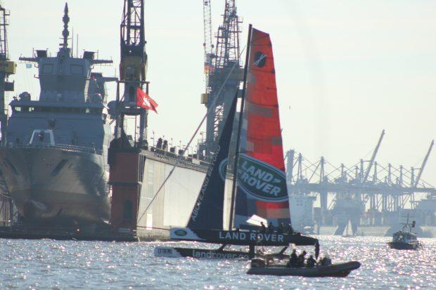Vorführung der Extreme Sailing Series beim Hafengeburtstag