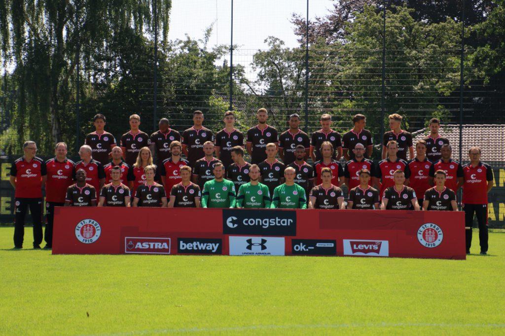 Das Mannschaftsfoto des FC St. Pauli in Großansicht