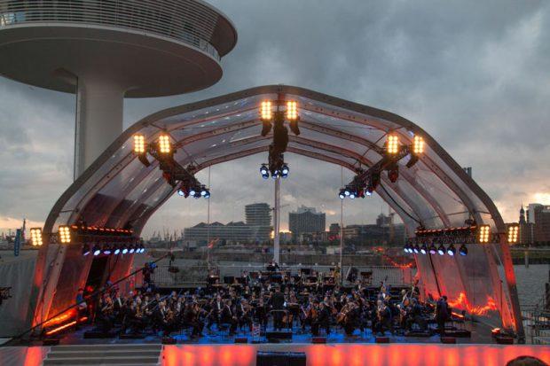 Das NDR Elbphilharmonie Orchester beim 1. HafenCity Open air