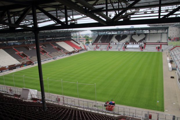 Das Stadion des FC St. Pauli mit neuem rasen