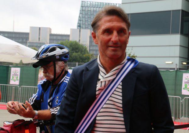 Bruno Labbadia mit HSV-Fan Helm-Peter