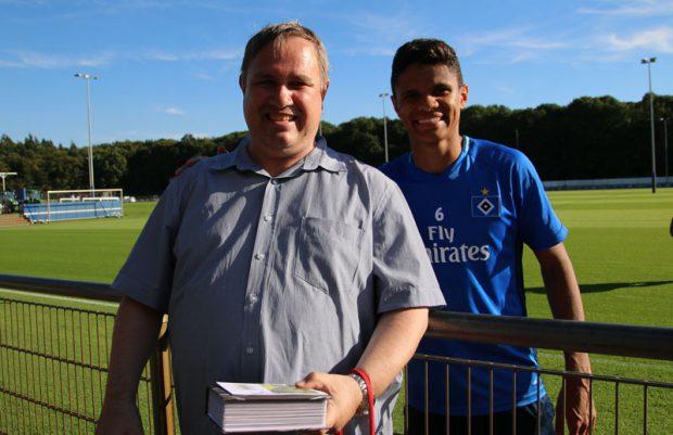 Douglas Santos mit Fan Matthias