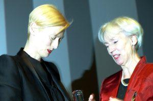Barbara Kisseler und Tilda Swinton bei der Verleihung des Douglas Sirk Preises beim Filmfest 2013