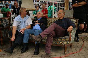Reinhold Beckmann zusammen mit Uwe Seeler und Horst Hrubesch