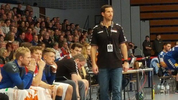 Toto Jansen auf der Trainerbank des HSV Hamburg