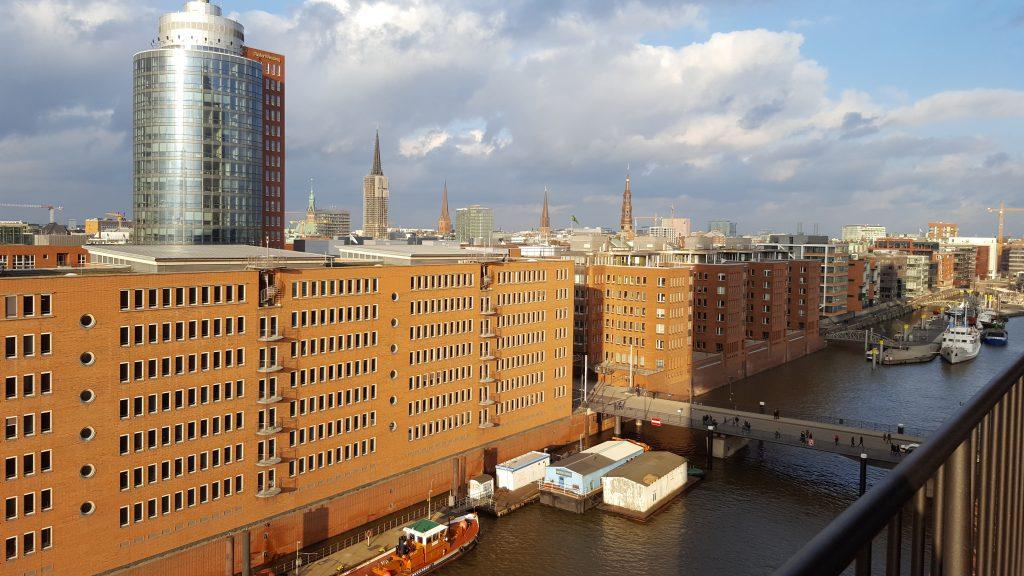 Drer Ausblick von der Elbphilharmonie Plaza