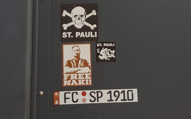 Solidarität der Fans des FC St. Pauli mit Deniz Naki
