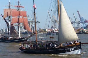 Traditionsschiffe im Hamburger Hafen