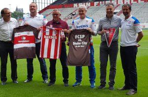 v. l.: Ewald Lienen,, Mark Cartwright, Olaf Janßen, Mark Hughes, Andreas Rettig,und Tony Scholes.