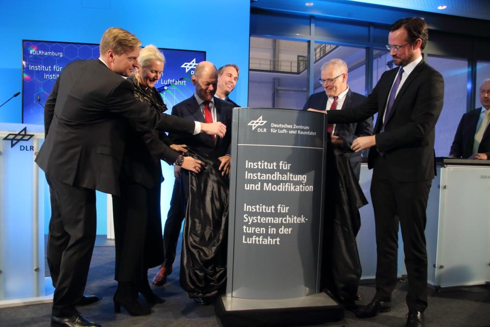Eröffnung von zwei Forschungs-Instituten am DLR
