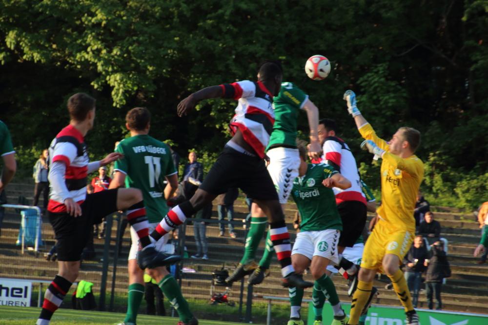 Altona 93 vs Lübeck