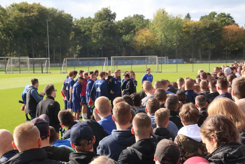 Derbystimmung beim HSV-Training