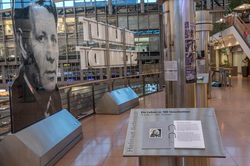 Helmut Schmidt Ausstellung_100 Jahre_Terminal 2
