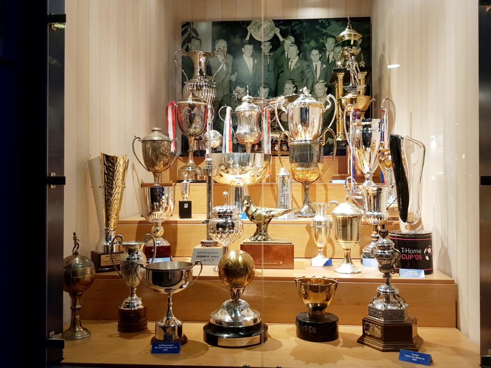 Die Pokalsammlung im HSV Museum