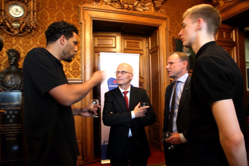 Marvin Willoughby, Dr. Peter Tschentscher, Andy Grote und Justus Hollatz