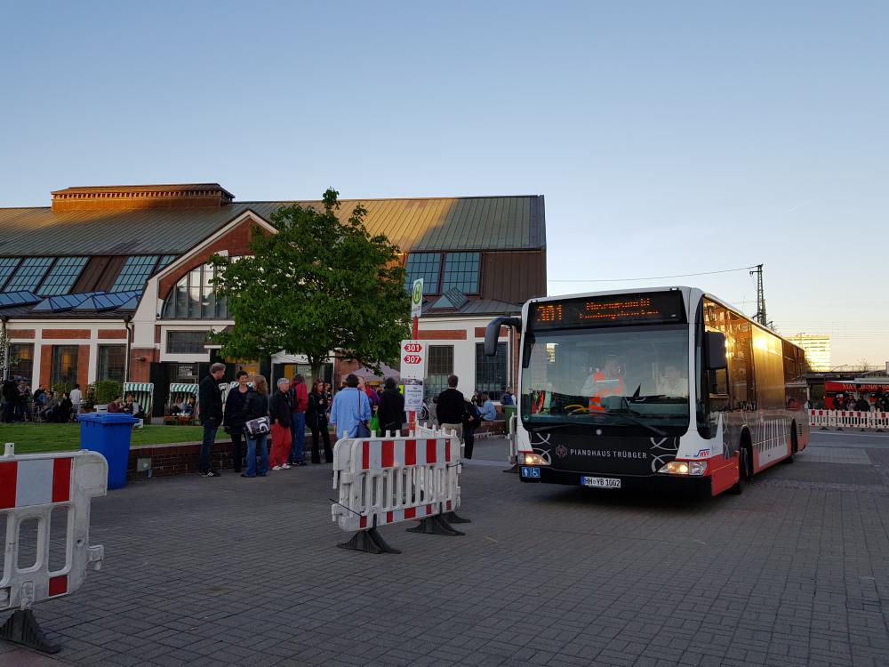 Bus Shuttle an den Deichtorhallen