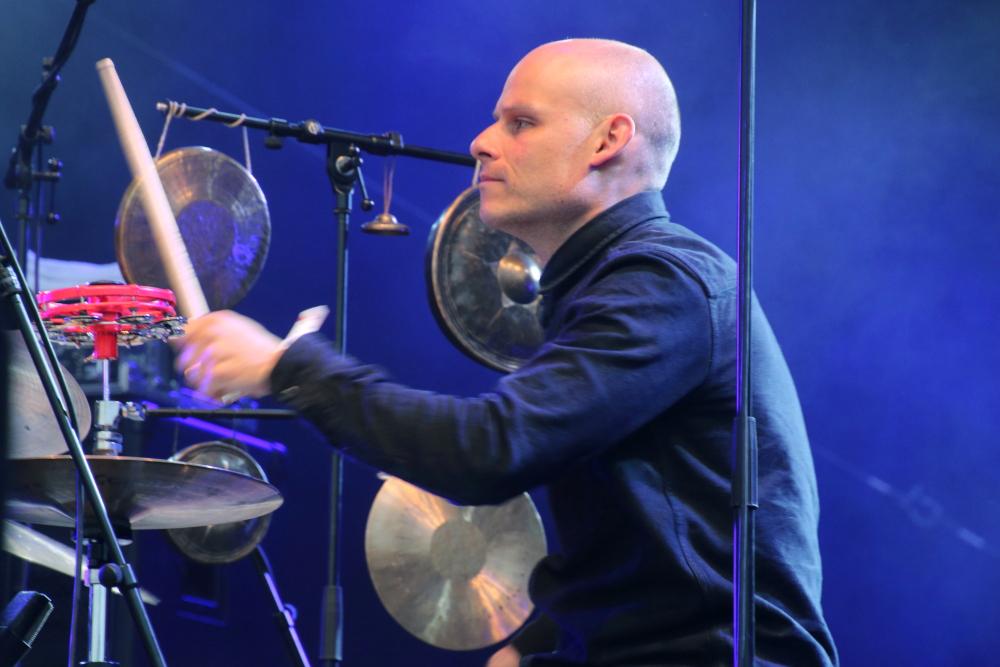 Eric-Schaefer an den Drums