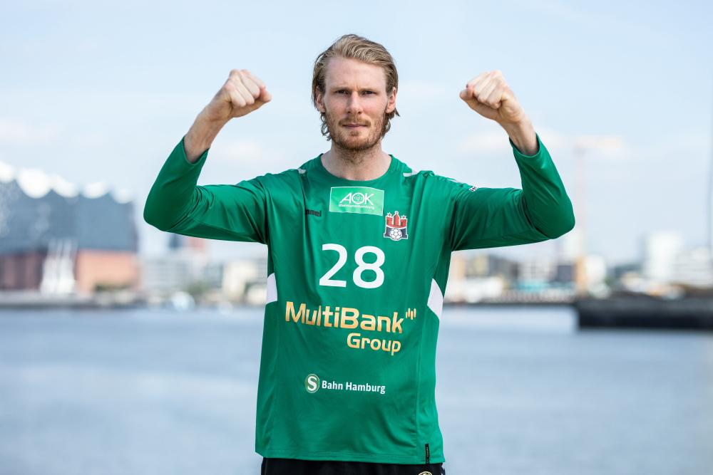 HSVH_PM_MultiBank_Aron Edvardsson im Trikot mit MultiBank Logo