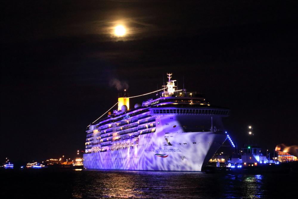 Die Costa Mediterrana beim Blue Port