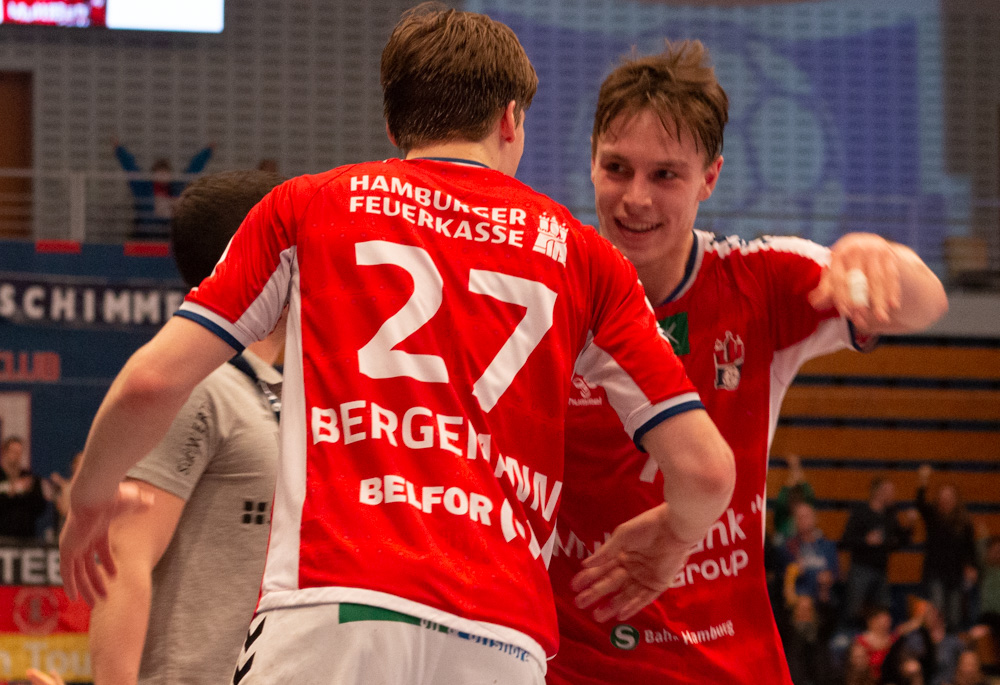 Leif Tissier und Thies Bergemann feiern