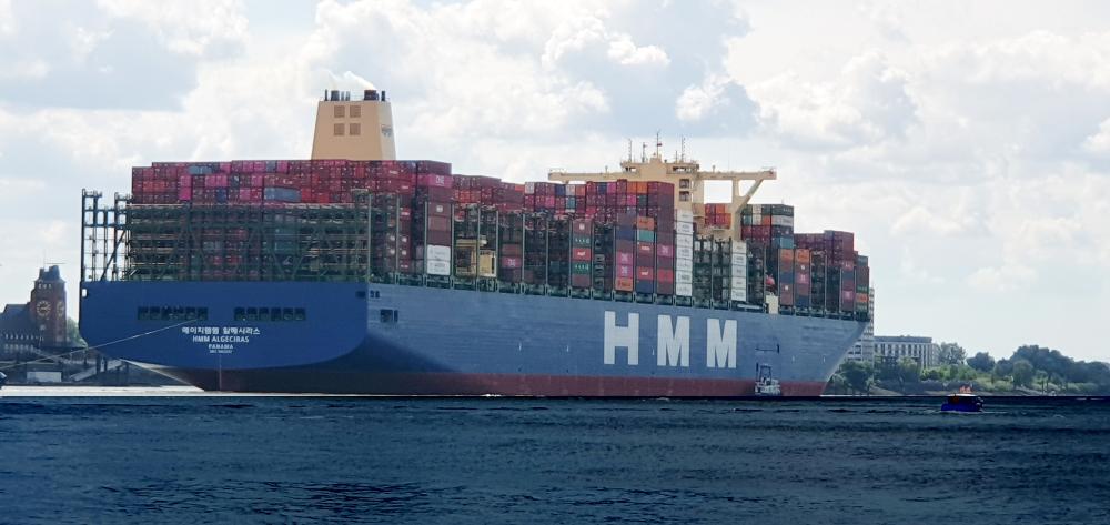 Die HMM Algeciras in Hamburg